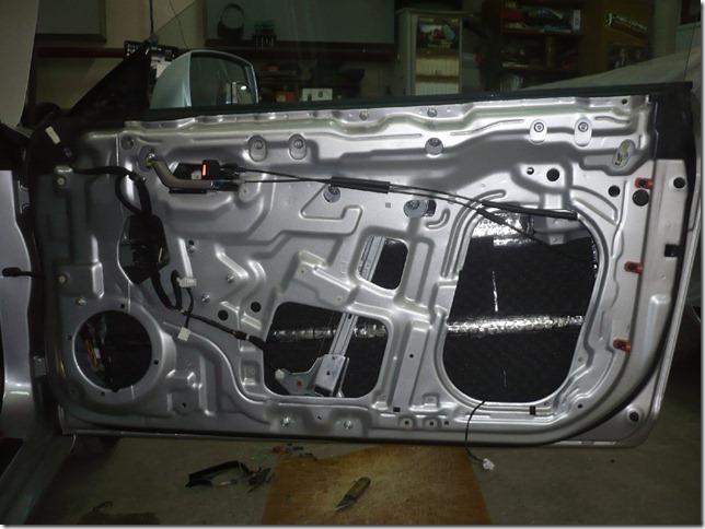 Шумоизоляция дверей и замена аудиосистемы Hyundai Tuscani 2007г.в.