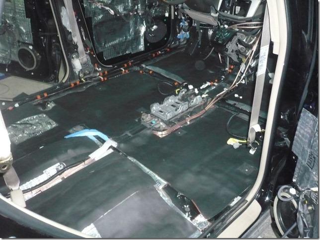 Шумоизоляция и установка мультимедийного ГУ в Lexus RX330 2005г.в.