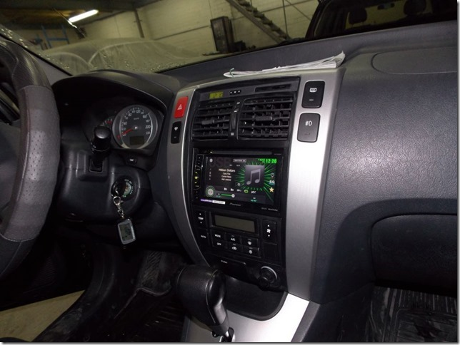 Установка 2 Din мультимедийного центра Pioneer AVH-X1500DVD в Hyundai Tucson