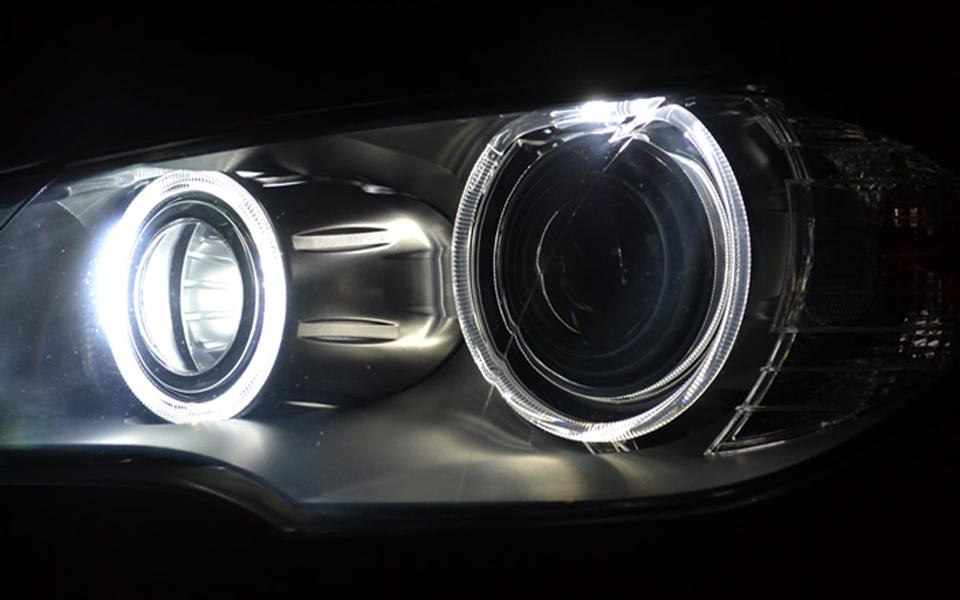 Установка LED ангельских глазок на BMW.